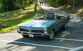 Front/Side  of Pontiac LeMans Convertible 5.3 V8 Hydra-Matic, 289ps, 1967 at Stockholm Vintage & Sports Car meet 2019