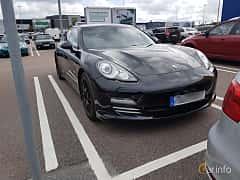 Fram/Sida av Porsche Panamera 4 3.6 V6 4 PDK, 300ps, 2011
