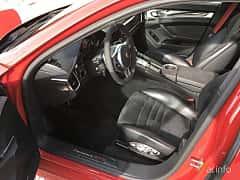 Interior of Porsche Panamera GTS 4.8 V8 4 PDK, 430ps, 2013