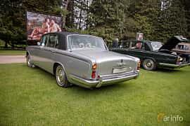 Back/Side of Rolls-Royce Silver Shadow 4-door 6.2 V8 Automatic, 178ps, 1968 at Rolls-Royce och Bentley, Norrviken Båstad 2019