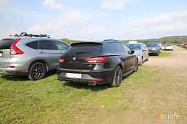 Back/Side of SEAT León Cupra ST 2.0 TSI DSG Sequential, 280ps, 2016 at Autoropa Racing day Knutstorp 2019