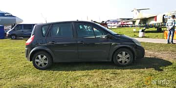 Side  of Renault Scénic 1.6 Manual, 113ps, 2005 at Old Car Land no.1 2019