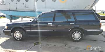 Side  of Toyota Crown Wagon 2.5 Automatic, 180ps, 1995 at Old Car Land no.1 2019