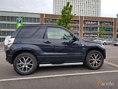 Side  of Suzuki Grand Vitara 3-door 1.6 VVT 4WD Manual, 5-speed, 106ps, 78kW, 2006