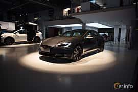 Fram/Sida av Tesla Model S 100D 100 kWh AWD Single Speed, 423ps, 2018 på Paris Motor Show 2018