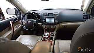 Interior of Toyota Highlander 3.5 V6 Hybrid AWD Automatic, 248ps, 2011