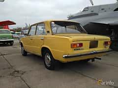 Back/Side of VAZ VAZ-21011 1.3 Manual, 68ps, 1974 at Old Car Land no.2 2017