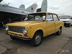 Front/Side  of VAZ VAZ-21011 1.3 Manual, 68ps, 1974 at Old Car Land no.2 2017