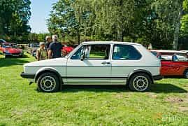 Side  of Volkswagen Golf GTI 3-door 1.8 Manual, 112ps, 1984 at Sportbilsklassiker Stockamöllan 2019