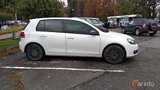 Side  of Volkswagen Golf 5-door 2009 at Old Car Land no.2 2018