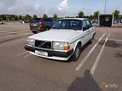 Front/Side  of Volvo 244 2.3 Manual, 116ps, 1988