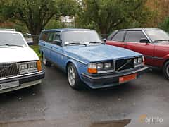 Front/Side  of Volvo 245 2.3 112ps, 1982 at Old Car Land no.2 2018