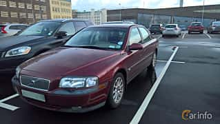 Front/Side  of Volvo S80 2.4 Manual, 140ps, 2000
