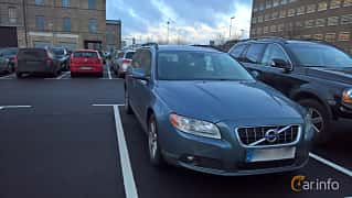 Front/Side  of Volvo V70 D2 Manual, 115ps, 2012