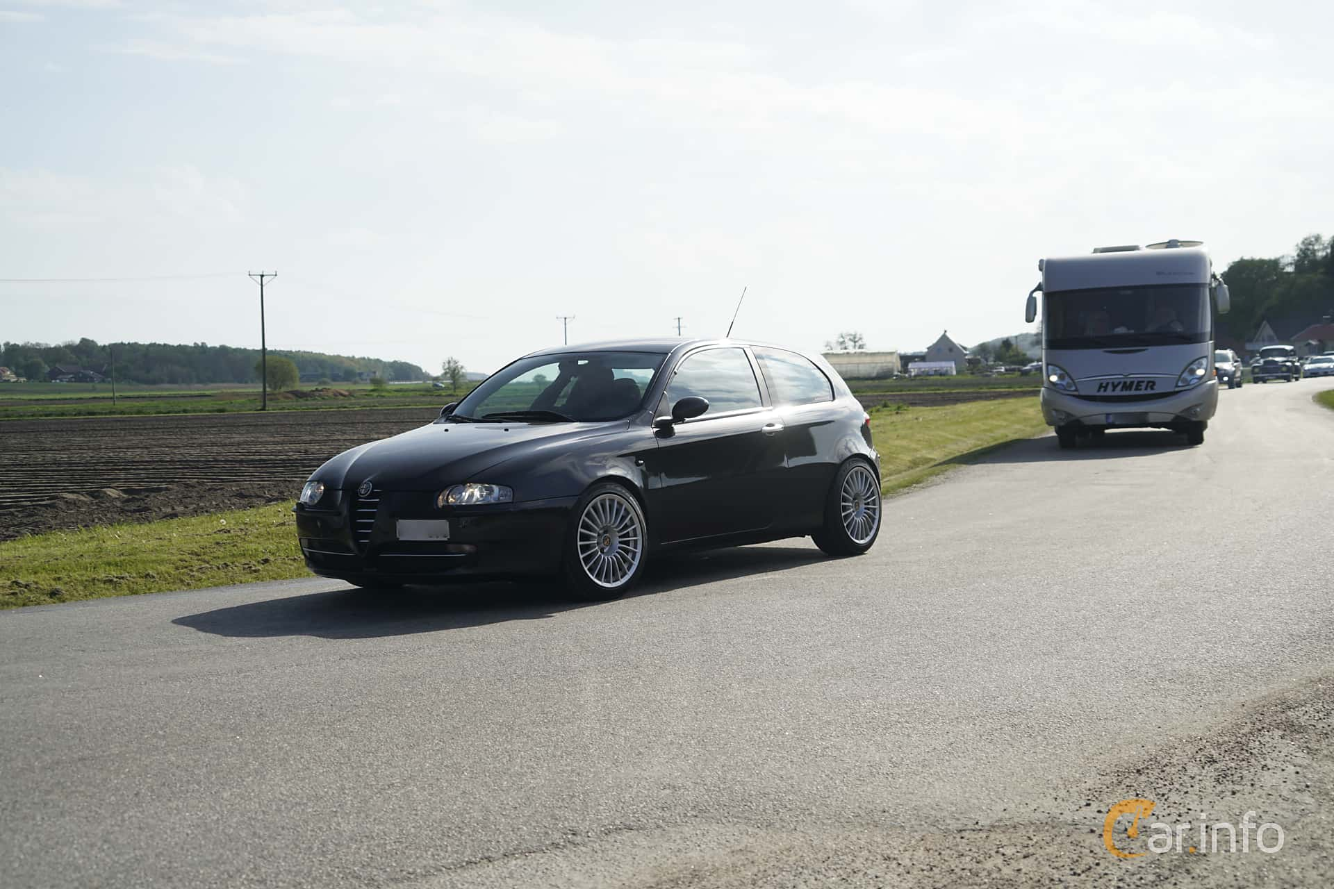 2 Images Of Alfa Romeo 147 3 Door 20 Ts Manual 150hp 2004 By Front Side 150ps