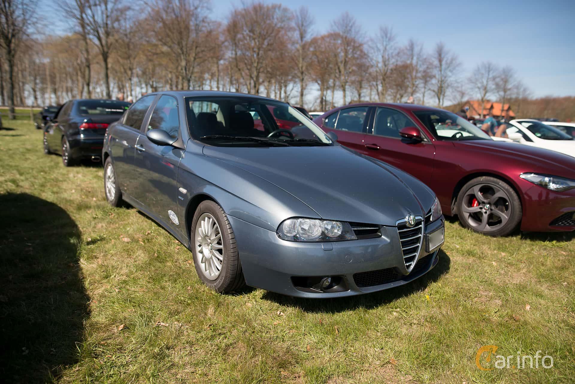 Front/Side of Alfa Romeo 156 2.0 JTS Manual, 165ps, 2004 at Italienska