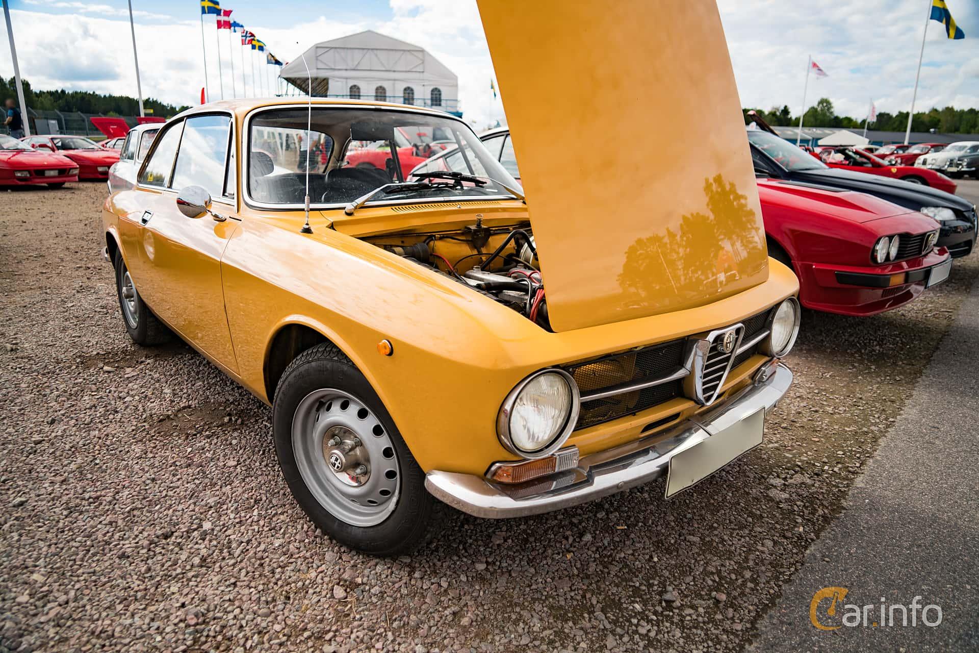 2 Images Of Alfa Romeo Giulia Gt 1300 Junior 1 3 Manual 87hp 1973