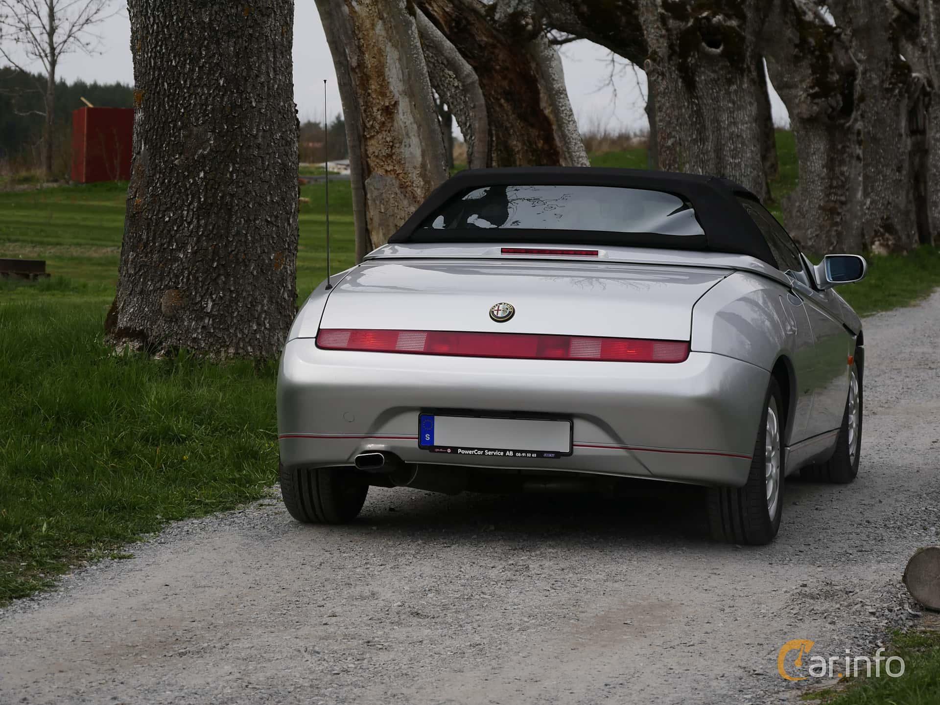 Back/Side of Alfa Romeo Spider 2.0 TS Manual, 155ps, 1998 at Italienska