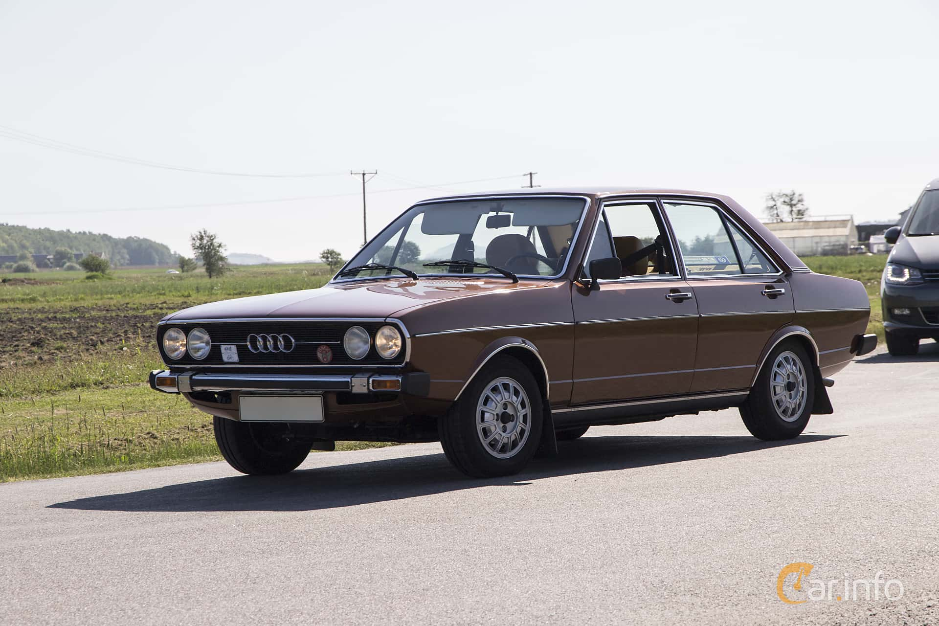 Front/Side of Audi 80 4-door 1.5 Manual, 85ps, 1975 at