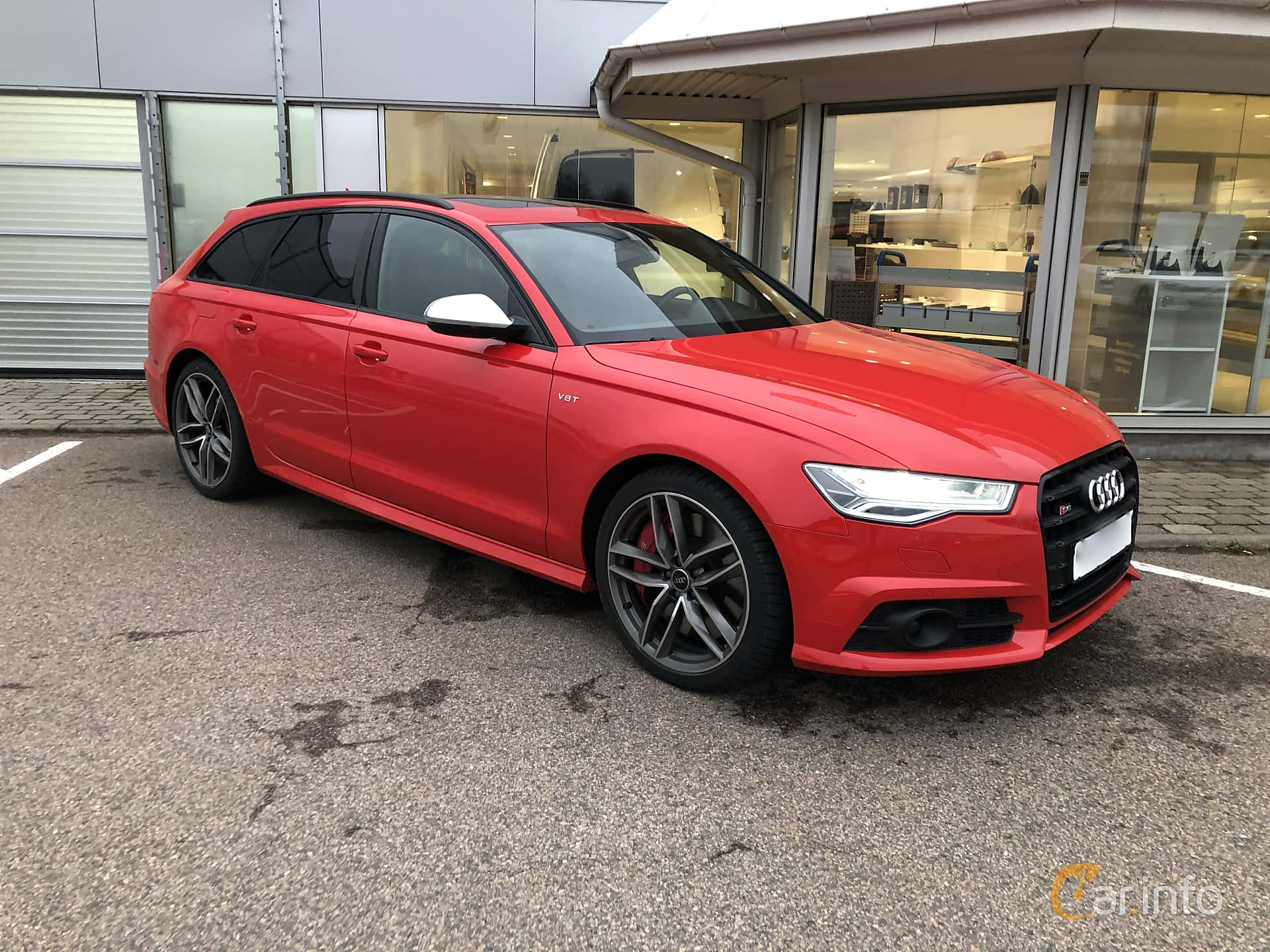 Front/Side  of Audi S6 Avant 4.0 TFSI V8 quattro S Tronic, 450ps, 2018