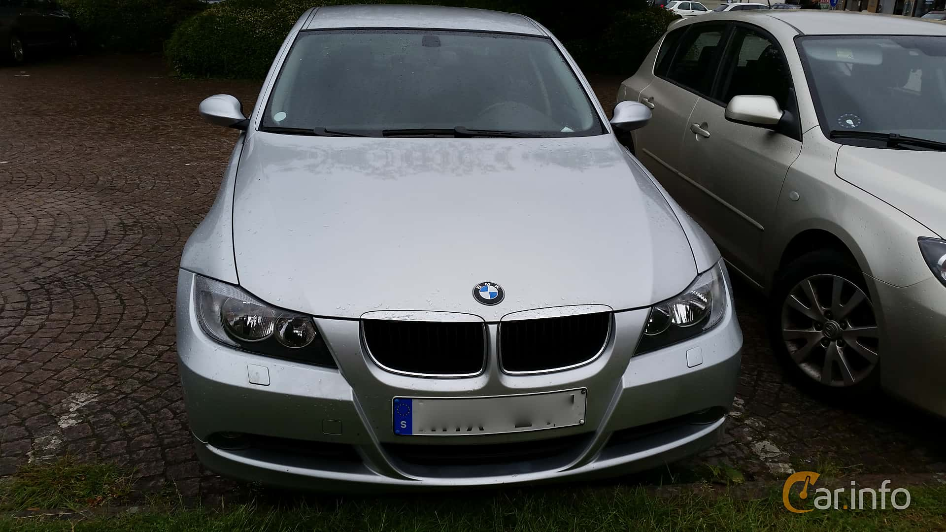 Front of BMW 320i Sedan Manual, 150ps, 2006