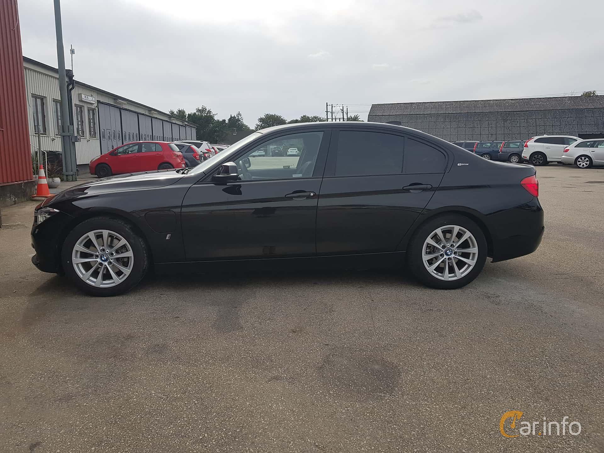 Side  of BMW 330e Sedan  Steptronic, 252ps, 2017