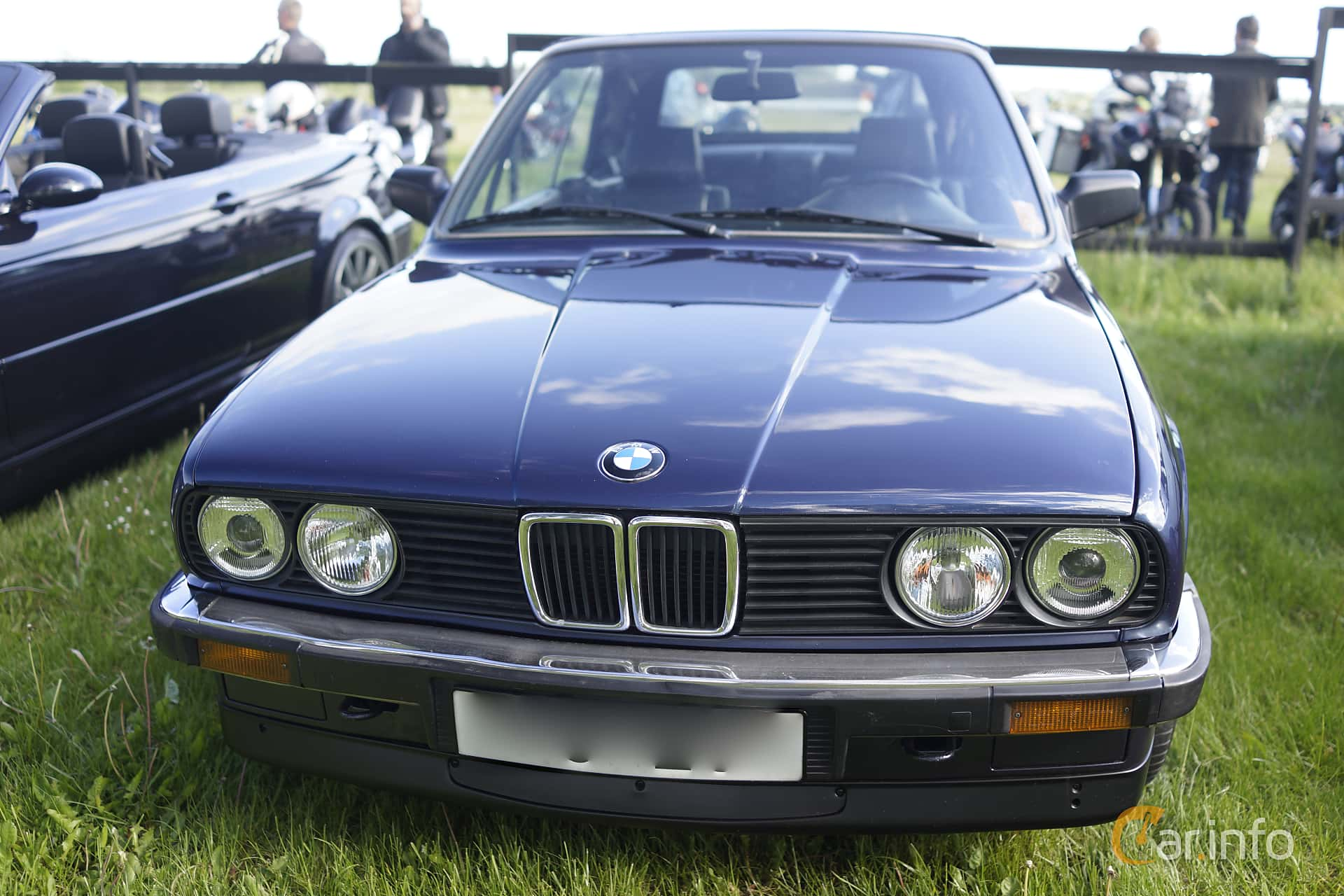 2 images of BMW 320i Convertible Manual 129hp 1990 by jonasbonde