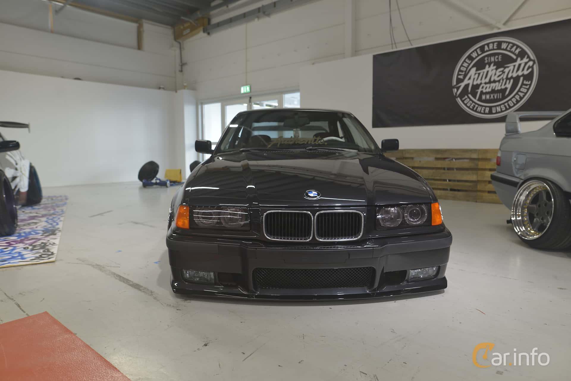 BMW 320i Coupé  Manual, 150hp, 1994 at Bilsport Performance & Custom Motor Show 2019