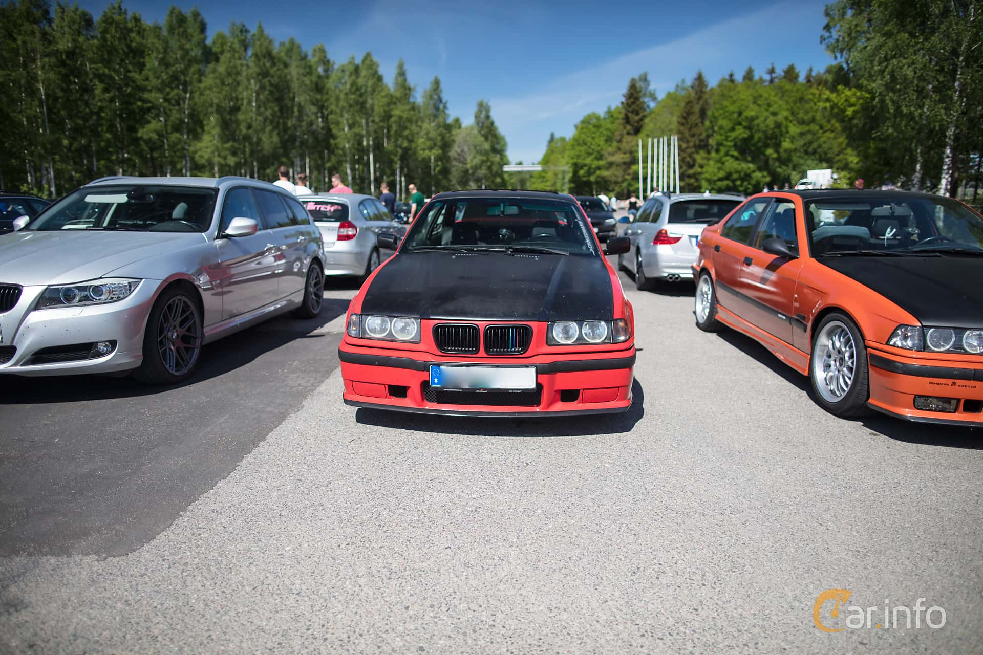 Front of BMW 320i Coupé Manual, 150ps, 1993 at Bimmers of Sweden @ Mantorp