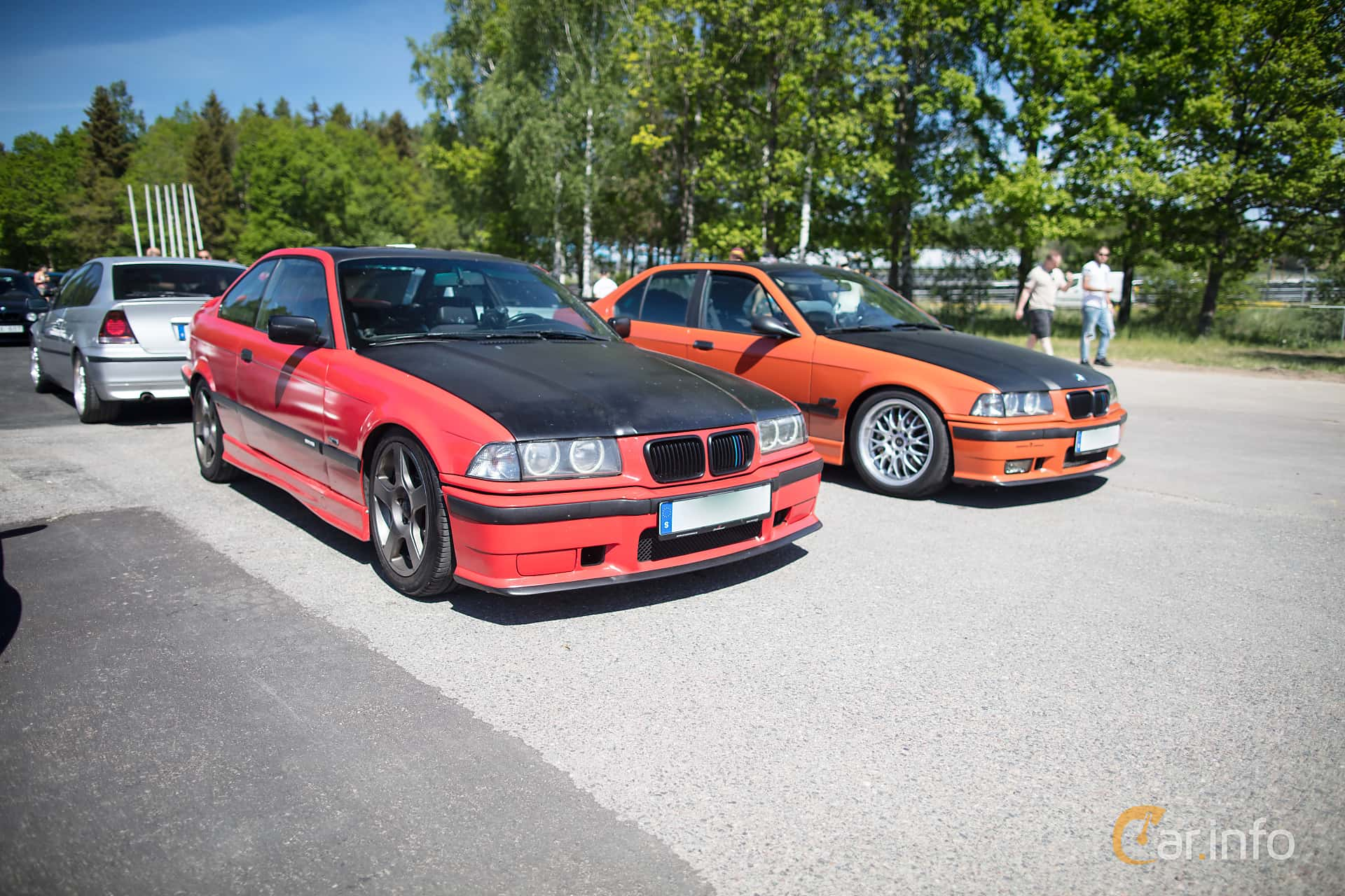 Front/Side of BMW 320i Coupé Manual, 150ps, 1993 at Bimmers of Sweden