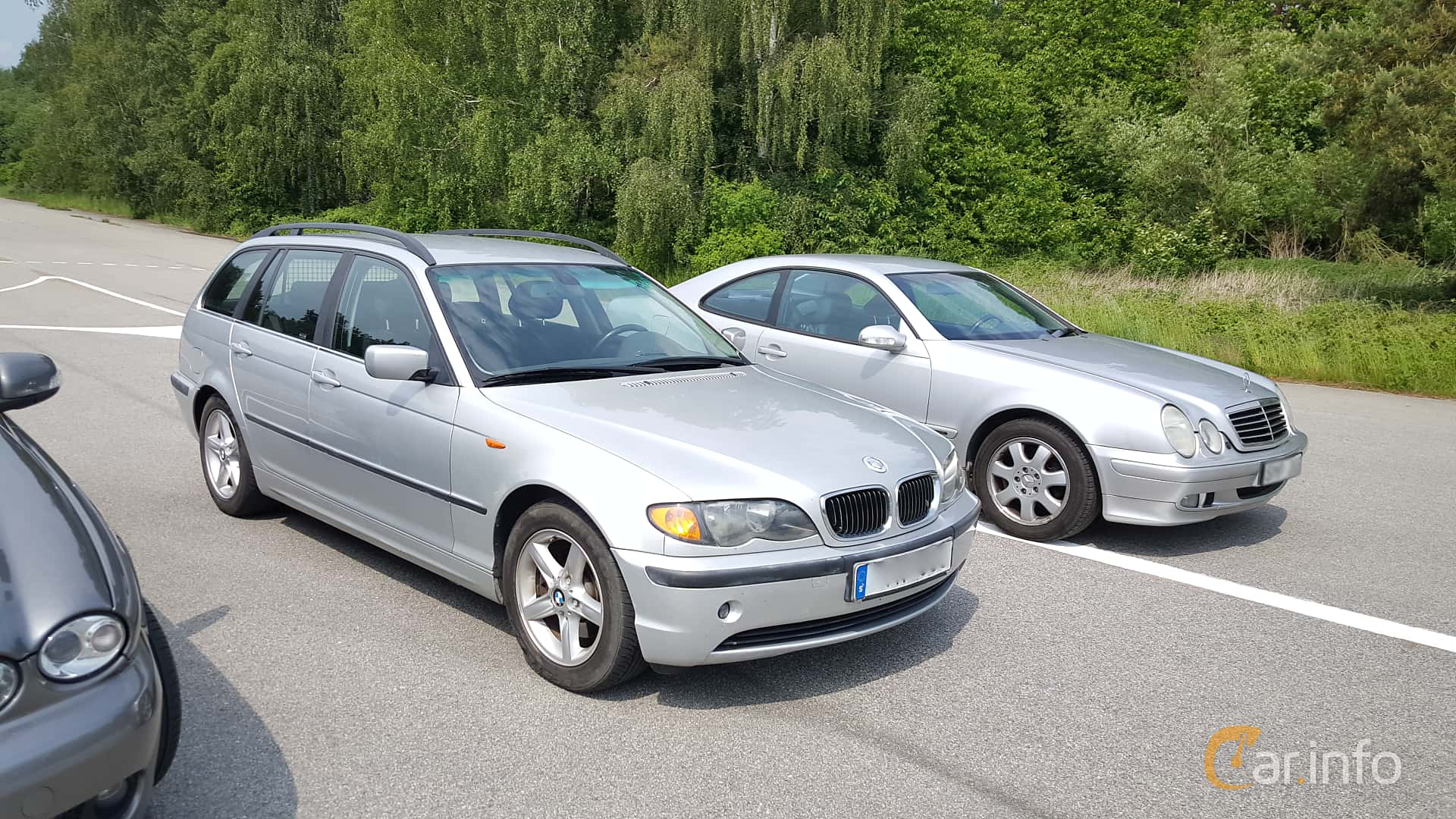 Front/Side of BMW 320i Touring Manual, 170ps, 2002