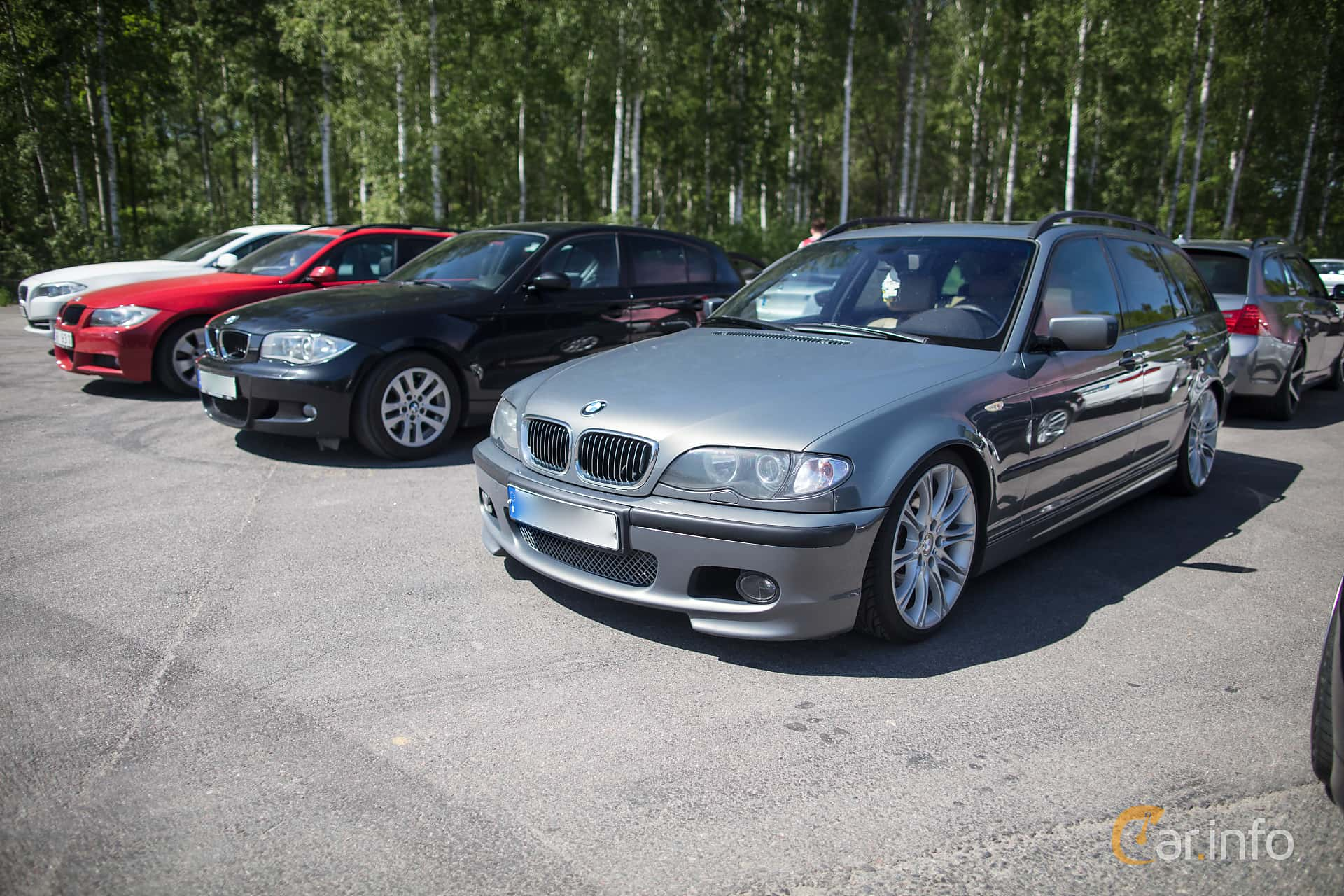 Front/Side of BMW 330d Touring Manual, 184ps, 2002 at Bimmers of Sweden