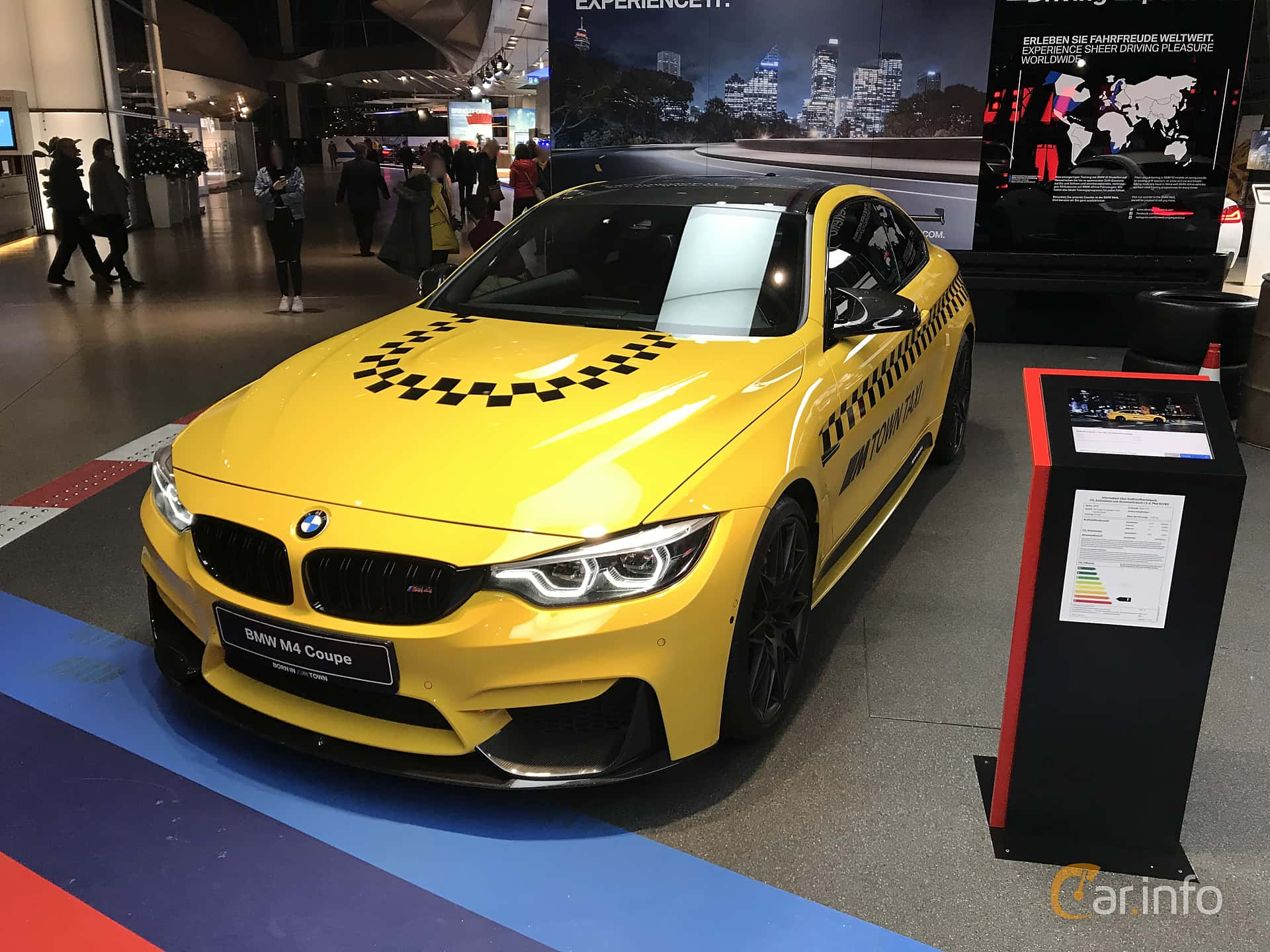 Front/Side  of BMW M4 Competition Coupé  Drivelogic, 450ps, 2019