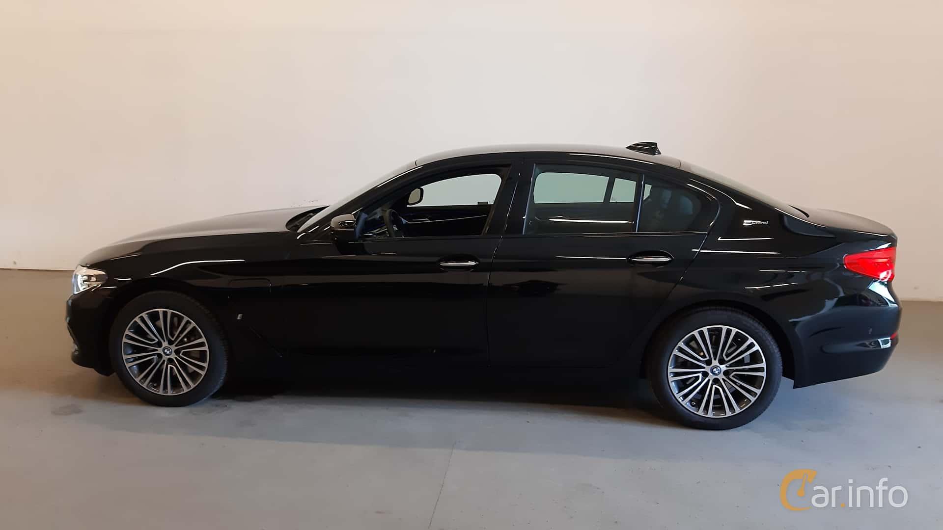 Side  of BMW 530e iPerformance Sedan  Steptronic, 252ps, 2018