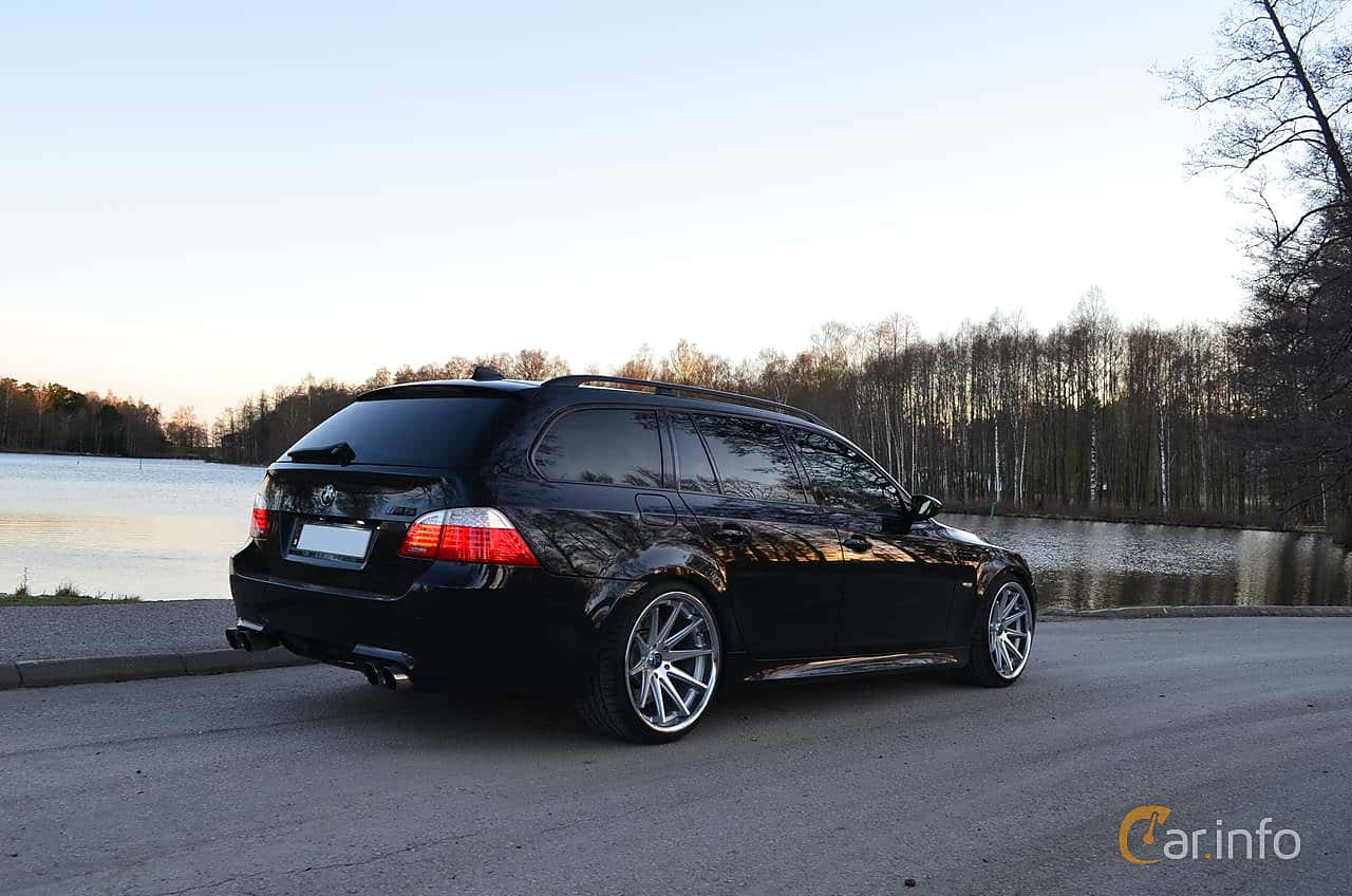 Back/Side of BMW M5 Touring 5.0 V10 Automatic, 507ps, 2007