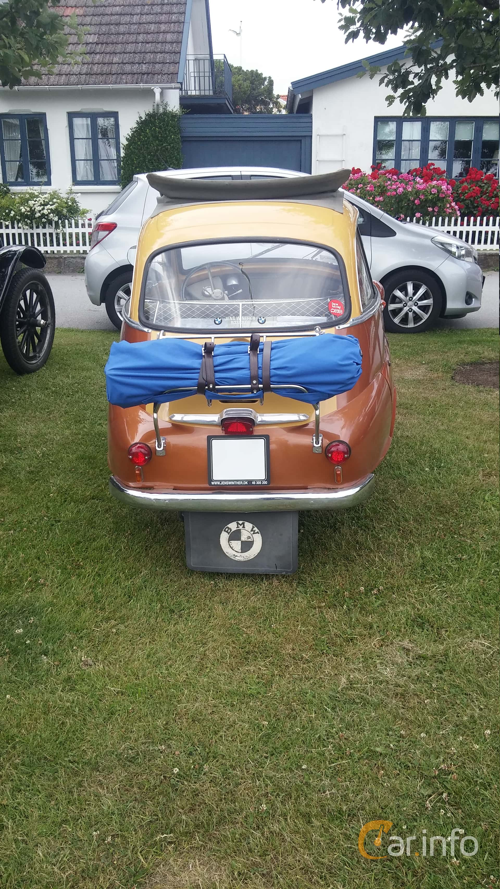 BMW Isetta 300  Manual, 14hp, 1960 at Veteranbilsträff i Vikens hamn Juni 2016
