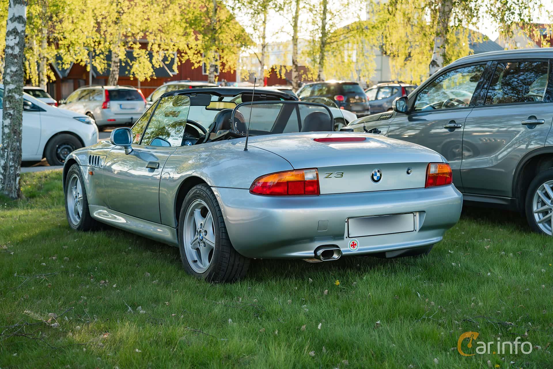 """Back/Side of BMW Z3 1.9 Roadster  Manual, 140ps, 1997 at Nyköpings hamnträffar 2019 Vecka 20  Tema: """"Kvinnor vid ratten"""""""