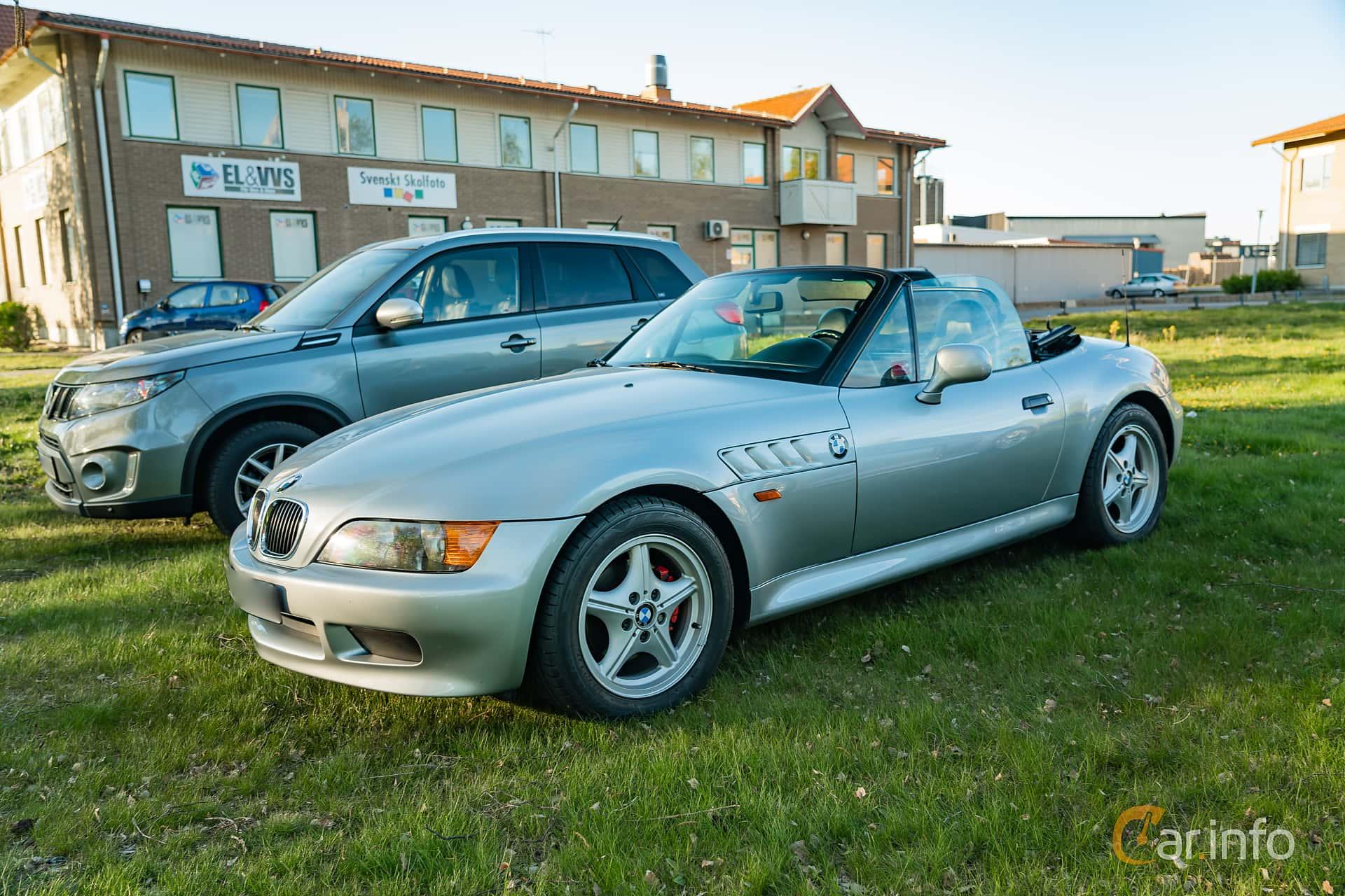 """Front/Side  of BMW Z3 1.9 Roadster  Manual, 140ps, 1997 at Nyköpings hamnträffar 2019 Vecka 20  Tema: """"Kvinnor vid ratten"""""""