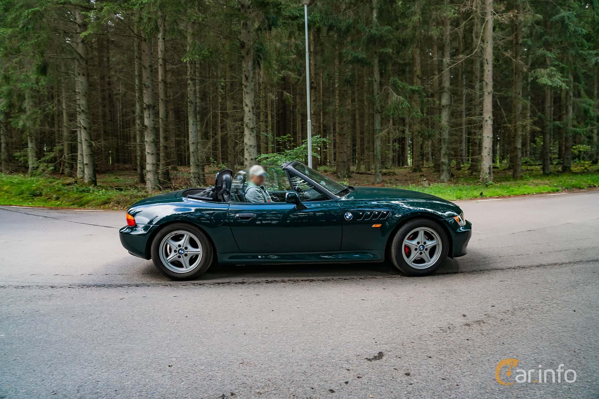 Side  of BMW Z3 1.9 Roadster  Manual, 140ps, 1996 at Svenskt sportvagnsmeeting 2019