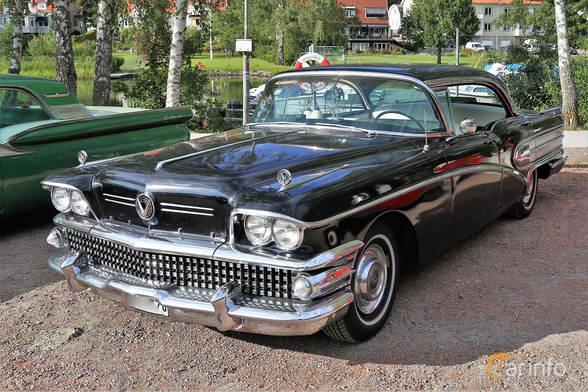 Front/Side  of Buick Century 4-door Riviera 6.0 V8 Automatic, 305ps, 1958 at Kungälvs Kulturhistoriska Fordonsvänner  2019 Torsdag vecka 31