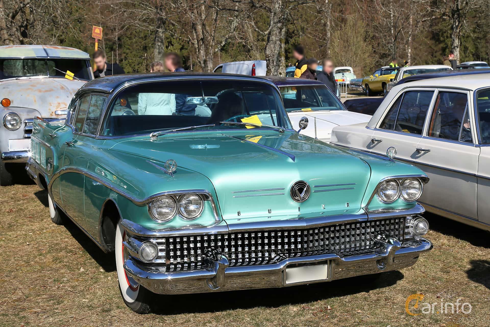 Buick Limited 4-door Riviera 6.0 V8 Automatic, 305hp, 1958 at Uddevalla Veteranbilsmarknad Backamo, Ljungsk 2019