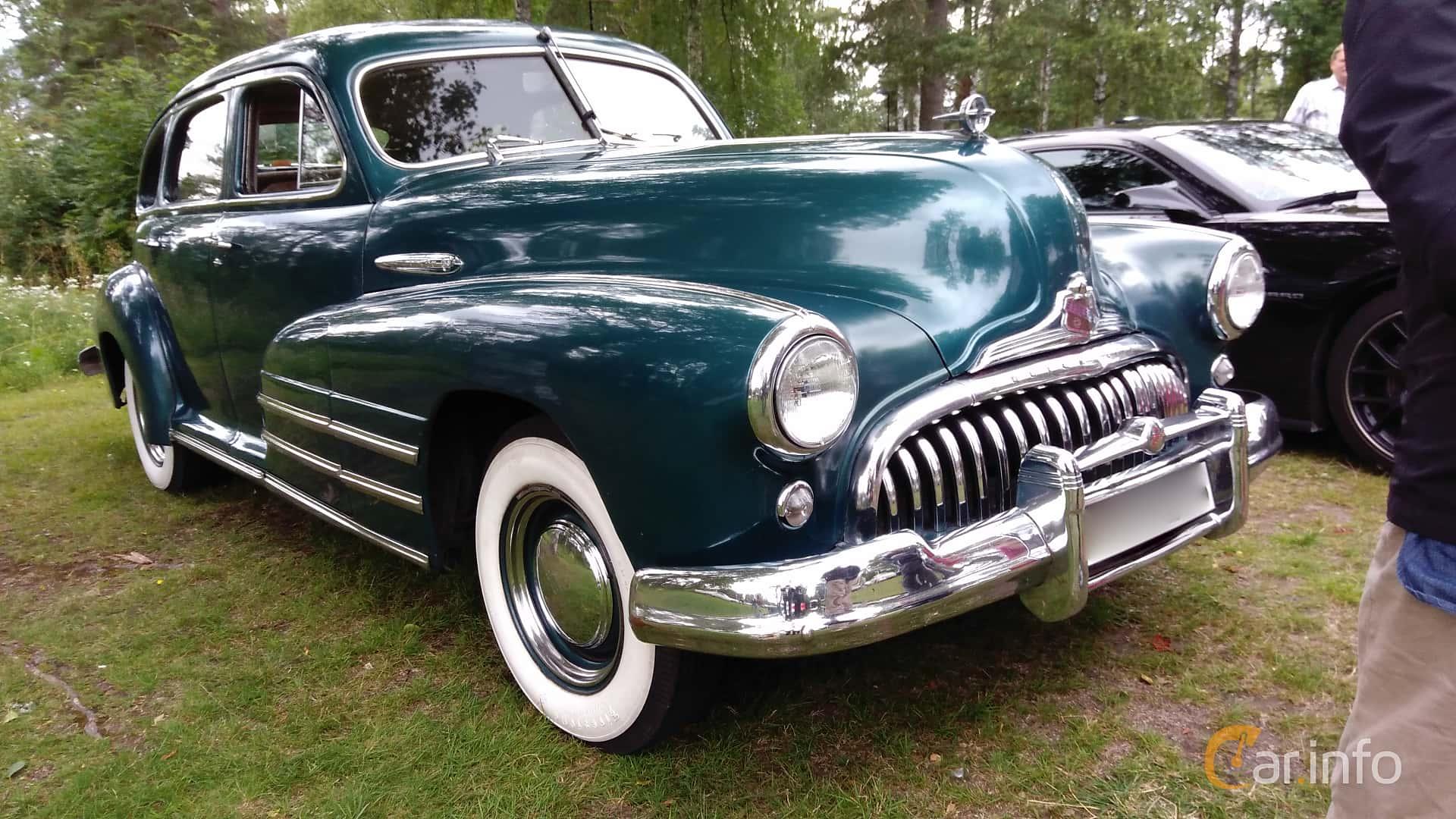 Front/Side  of Buick Special Sedan 4.1 Manual, 112ps, 1947 at Onsdagsträffar på Gammlia v.32 / 2017