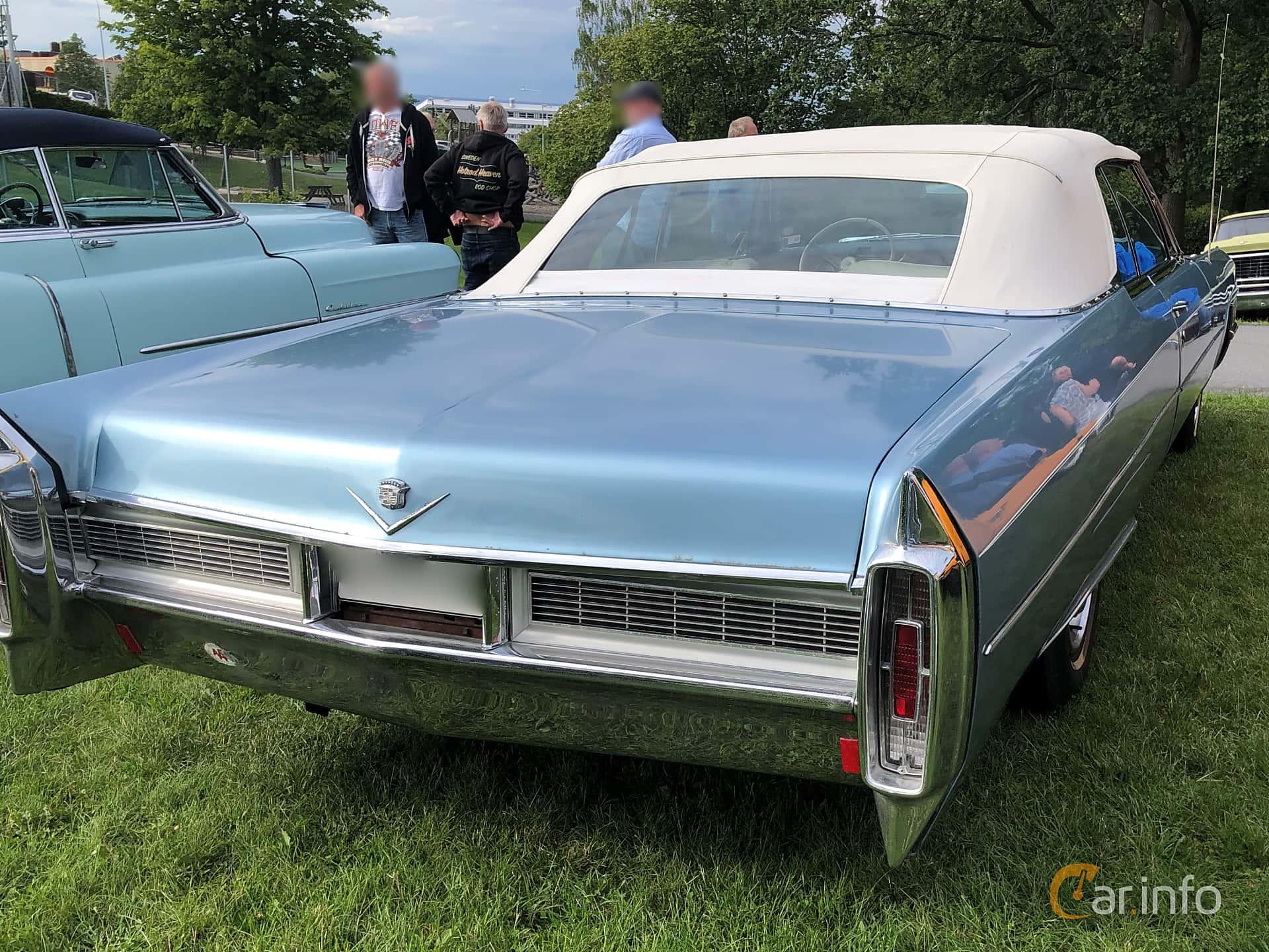 Back/Side of Cadillac De Ville Convertible 7.0 V8 OHV Hydra-Matic, 345ps, 1965 at Bil & MC-träffar i Huskvarna Folkets Park 2019 vecka 32 tema Hot Rods