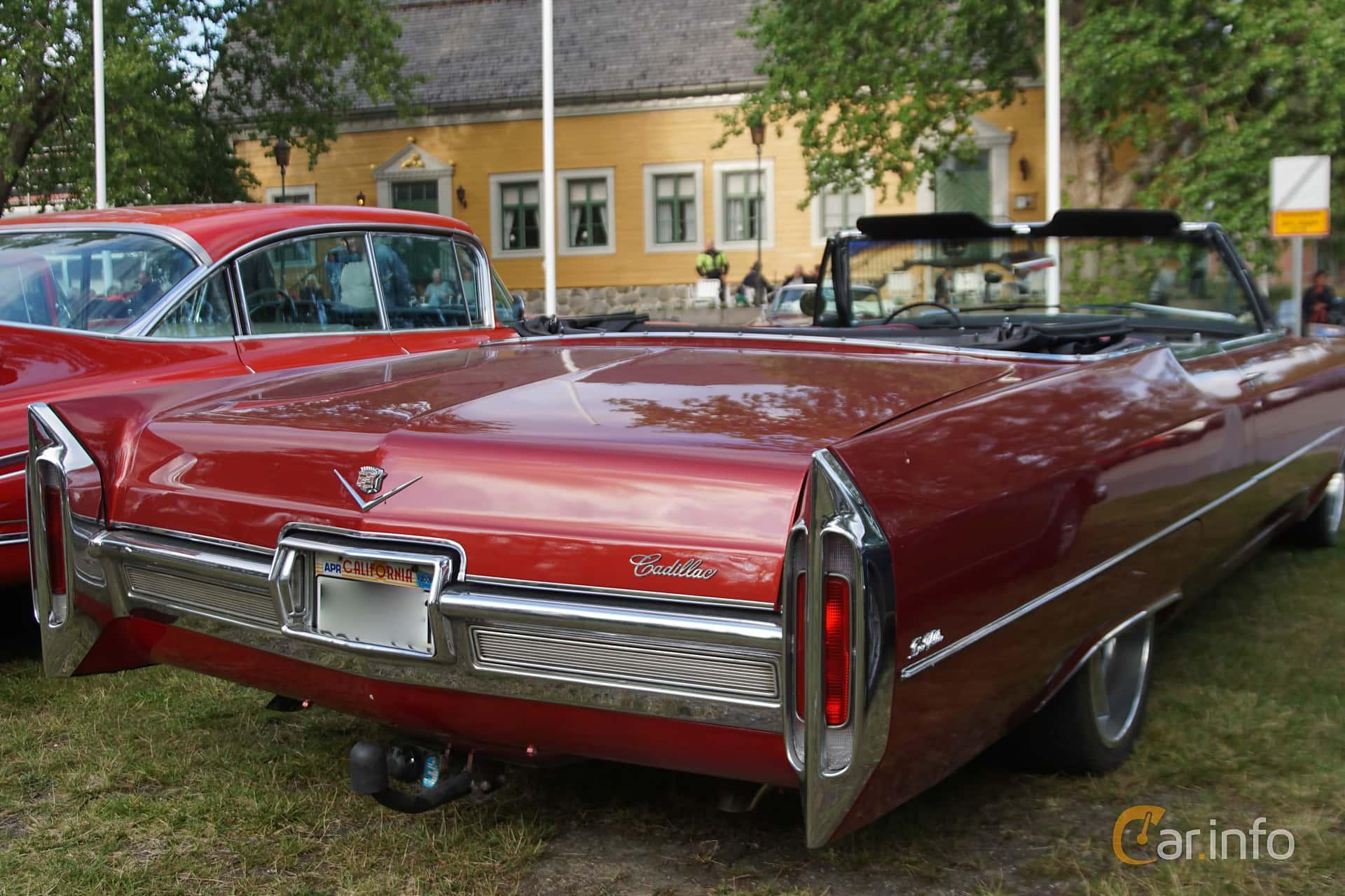 Back/Side of Cadillac De Ville Convertible 7.0 V8 OHV Hydra-Matic, 345ps, 1966 at Onsdagsträffar på Gammlia Umeå 2019 vecka 33