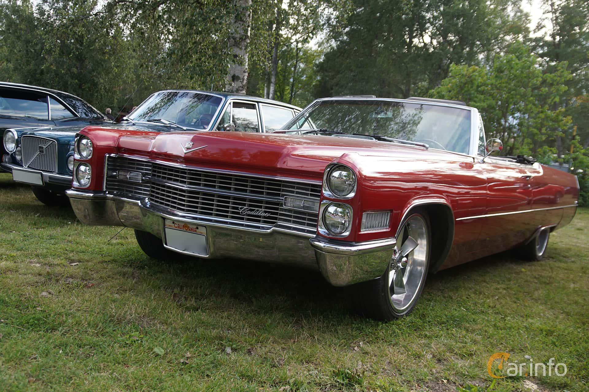 Front/Side  of Cadillac De Ville Convertible 7.0 V8 OHV Hydra-Matic, 345ps, 1966 at Onsdagsträffar på Gammlia Umeå 2019 vecka 33