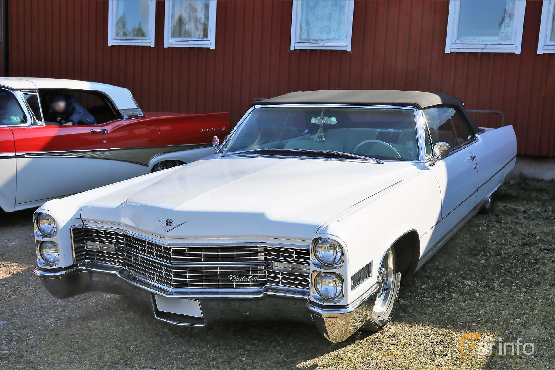 Front/Side  of Cadillac De Ville Convertible 7.0 V8 OHV Hydra-Matic, 345ps, 1966 at Uddevalla Veteranbilsmarknad Backamo, Ljungsk 2019