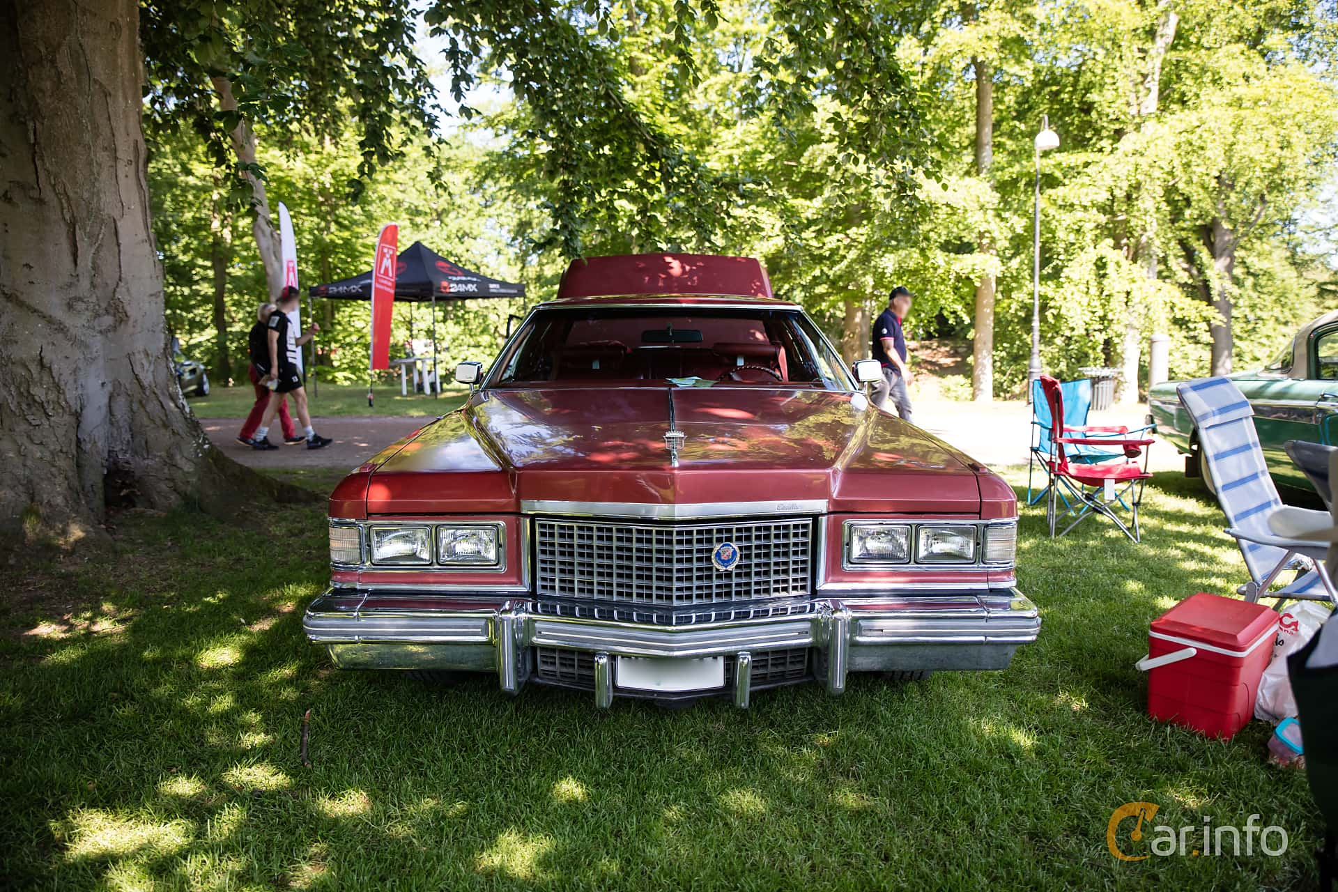 Front  of Cadillac Coupé de Ville 8.2 V8 OHV Hydra-Matic, 193ps, 1976 at Sofiero Classic 2017