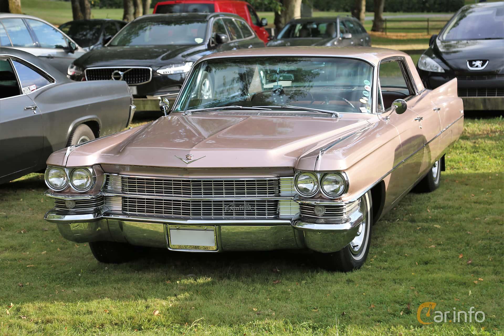 Cadillac Sedan de Ville 4-window 6.4 V8 OHV Hydra-Matic, 330hp, 1963 at Kungälvs Kulturhistoriska Fordonsvänner  2019 Torsdag vecka 31