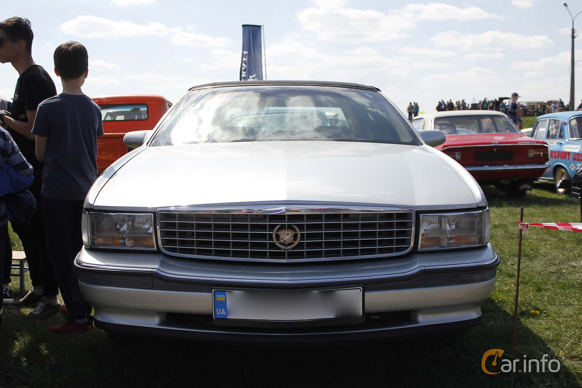 Cadillac De Ville Concours 4.6 V8 Automatic, 274hp, 1994 at Old Car Land no.1 2018