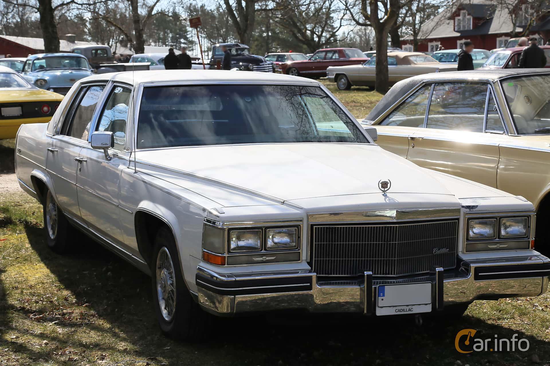 Cadillac Fleetwood Brougham Sedan 4.1 V8 Automatic, 137hp, 1984 at Uddevalla Veteranbilsmarknad Backamo, Ljungsk 2019